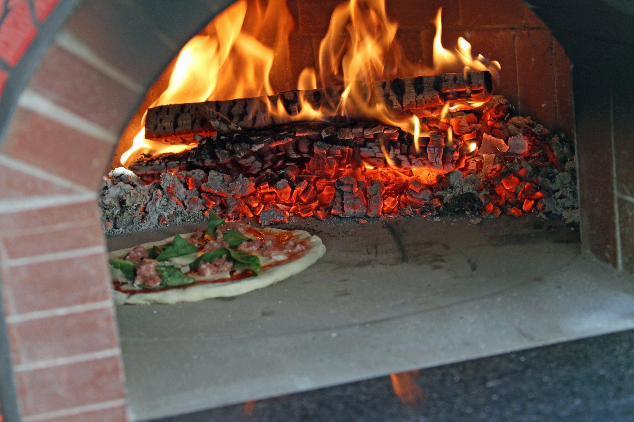 forno classico pizza oven inside